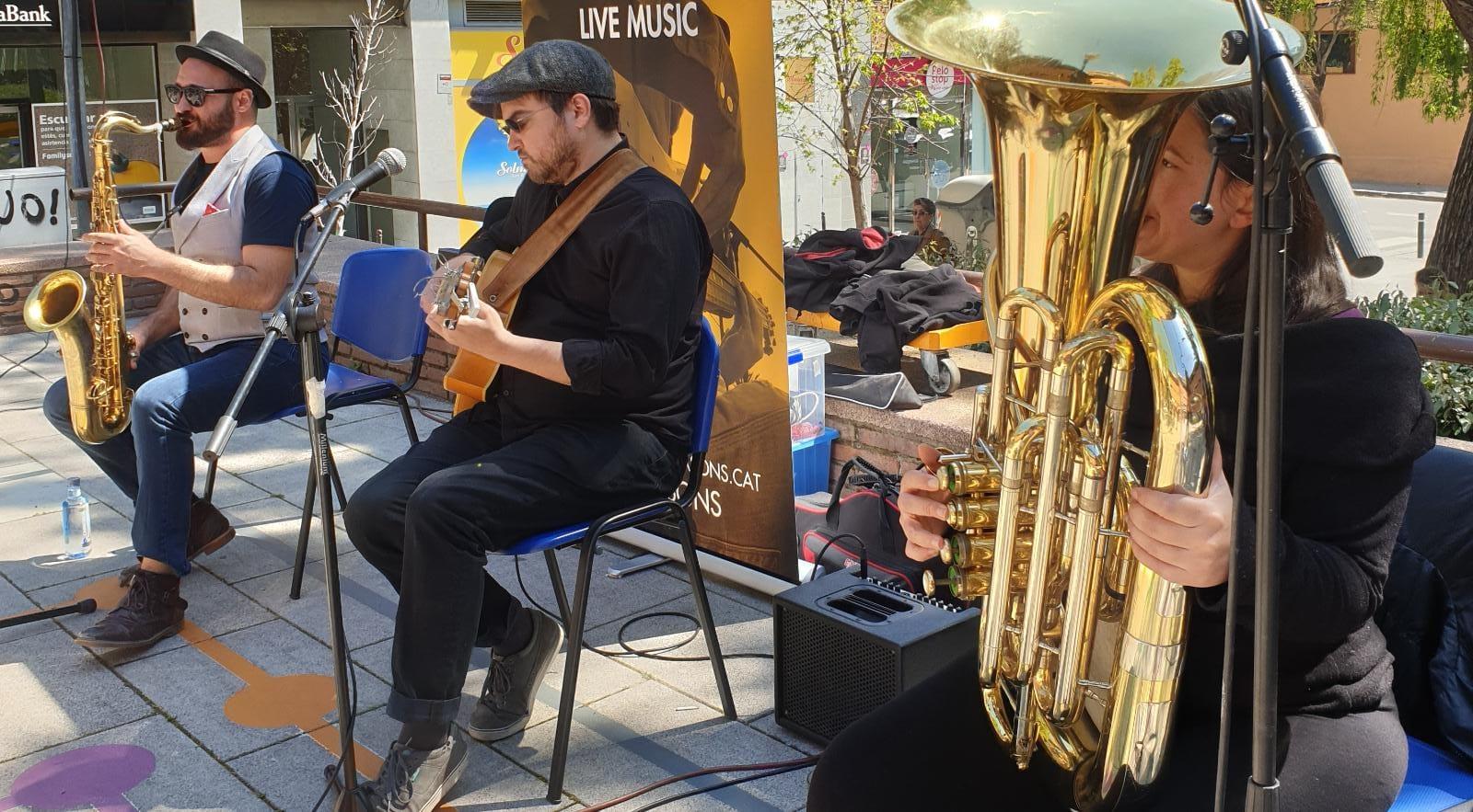 Concert de Swing amb Easy Living Jazz Trio a la Fira Modernista i actuació de SM!